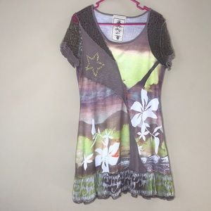 Fleur De Lis Shirt Size Large Tan and Green